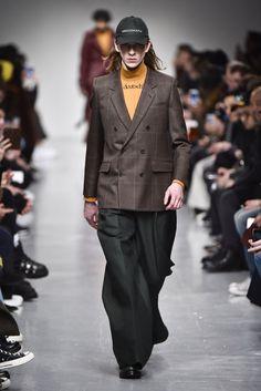 「ジョン ローレンス サリバン(JOHN LAWRENCE SULLIVAN)」は、2017-18年秋冬ロンドン・メンズ・コレクションを発表した。