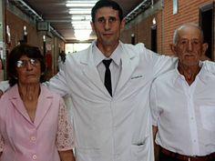 Sem recursos ex-lavrador se forma em medicina após 19 anos