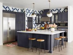 This Nevada kitchen could best be described as...forgettable. That is, until a young family — with a passion for patterns — made it uniquely their own. HGTV Magazine takes you inside.
