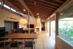 no Japanese Modern House, Modern Japanese Architecture, Japanese Interior, Roof Design, House Design, Home Interior Design, Interior Architecture, Narrow House, Minimalist Living