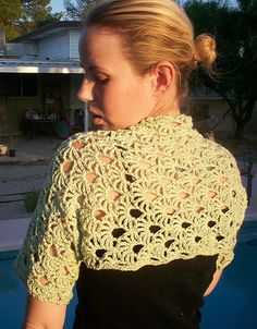 Shrug pattern by Jennifer Reeve - Craft Kitten Designs Cute shrug. Great for covering the shoulders when wearing a sun dress to Mass in Summer. Great for covering the shoulders when wearing a sun dress to Mass in Summer. Pull Crochet, Mode Crochet, Crochet Gratis, Knit Crochet, Crochet Shrugs, Bolero Crochet, Crochet Tops, Crochet Chart, Crotchet