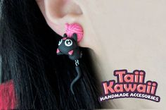 Black cat earrings by TaiiKawaii on Etsy