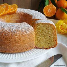 torta al mandarino soffice e deliziosa Real Food Recipes, Cake Recipes, Dessert Recipes, Mandarin Cake, Italian Dining, Torte Cake, Plum Cake, Take The Cake, Tray Bakes
