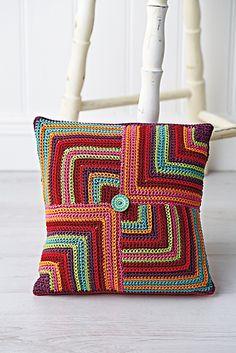 Ravelry: Geometric Cushion pattern by Jane Crowfoot #freecrochetpattern #crochetcushion