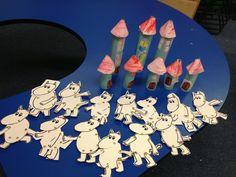 Stick pin Moomins and Cardboard Moomin Houses