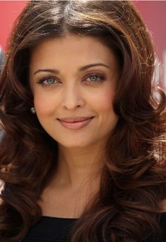 Aishwarya Rai manages to make news wherever she goes. She went to the US with her daughter, Aradhya, to visit husband Abhishek, who's shooting there for 'Dhoom 3' and ended up getting appointed as the goodwill ambassador for UNAIDS........http://bgm.me/r/3328491