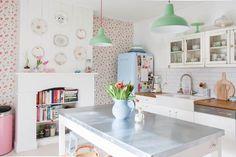 Decorare una parete con i piatti (Foto 2/40)   Design Mag [kitchen plate display]