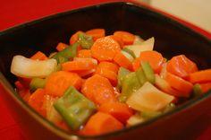 Atunci când doriți să consumați legume nu doar sănătoase, dar și delicioase, încercați această rețetă apetisantă de morcovi picanți în marinadă. Acest preparat este excelent ca garnitură pentru diverse mâncăruri din carne, orez sau pește, dar poate fi consumat și ca atare, ca mâncare vegetariană. Echipa Bucătarul.tv vă dorește poftă bună alături de cei dragi! … Romanian Food, Romanian Recipes, Cordon Bleu, Carrots, Stuffed Peppers, Vegan, Vegetables, Canning, Stuffed Pepper