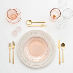 Casa de Perrin / a boutique rental co. Pink And Gold, Blush Pink, Vintage Champagne, Dinnerware Sets, Vintage China, Elle Decor, A Boutique, Wedding Table, Wedding Ideas