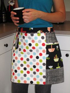The perfect beginner serger apron. Serger apron includes pocket with zipper detail, towel loop, nice long ties and tons of tricks! Final dimensions: wide x tall. This is a PDF sewing pattern only. Serger Projects, Sewing Projects For Beginners, Sewing Patterns Free, Free Sewing, Retro Apron Patterns, Dress Patterns, Fat Quarter Projects, Sewing Hacks, Sewing Tips