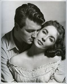 Rock Hudson & Elizabeth Taylor, publicity shot for Giant (George Stevens, One of my all time old Hollywood movies. Hollywood Icons, Golden Age Of Hollywood, Vintage Hollywood, Hollywood Stars, Classic Hollywood, Hollywood Glamour, Hollywood Couples, Film Serie, Romantic Couples