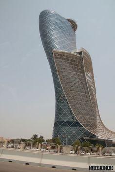 Cumbicão: Onde Ficar em Abu Dhabi? Hyatt Capital Gate, um excelente 5 estrelas.