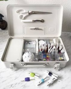 無印 裁縫セット 収納 - Google 検索 Muji Storage, Small Storage, Craft Storage, Storage Shelves, D House, Sewing Box, Office Organization, Organizer, Tool Box