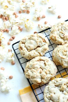 You'll feel like you've gone straight to the movie theater with these delicious buttered popcorn and butterscotch cookies. Sweet, salty, and SOOO good! MichaelsMakers DIY Candy