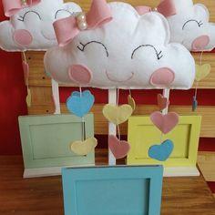 Nossos centros de mesa de nuvem ❤ Agora com porta retrato Lindezas para @criative.festas ❤❤ #festaspersonalizadas #festanuvem #centrodemesa #festaunicornio #festaceu #decoraçãobatizado #decoraçãofestanuvem #festachuvadeamor #chuvadeamor #centrodemesapersonalizado Marti, Baby Shawer, Love Rain, Housewarming Party, Baby Boy Shower, House Warming, First Birthdays, Minnie Mouse, My Favorite Things