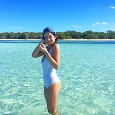 j'aurai préfèré être à Cuba aujourd'hui mais en tout cas Emma Verde, Insta Goals, Summer Photos, Youtubers, Bikinis, Swimwear, Girl Fashion, One Piece, Celebrities