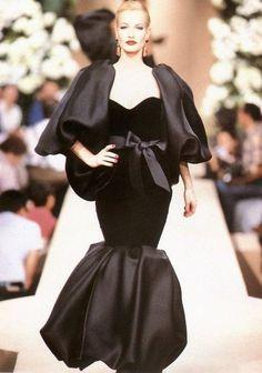 WOW- NO cape, long sleeves. supermodelshrine: Karen for Yves Saint Laurent