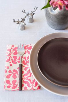 How to make DIY No-Sew Cloth Napkins. Tie with a ribbon for a thoughtful hostess gift.