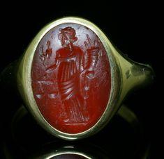 Intailles / Intailles romaines / Intaille romaine montée en bague or. Aequitas.