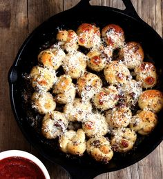 Pull-Apart Garlic Knots | This gluten free bread recipe is so good! I can't wait to serve it with my favorite pasta recipe! Or maybe I'll serve it as a party appetizer...