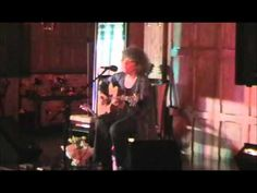 Bridget St John - Back to stay (Sussex, April 2009), heard the song in the film 'abrir puertas y ventanas'
