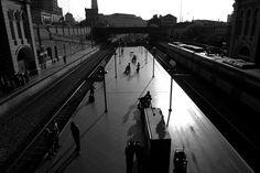 Silhueta de pessoas! Estação da Luz - São Paulo.