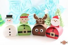 Where to hang the Christmas balls (other than on the tree)? Christmas Gift Box, Christmas Balls, Christmas Treats, Handmade Christmas, Christmas Holidays, Schneemann Party, Graduation Cupcake Toppers, Winter Wonderland Theme, Santa Gifts