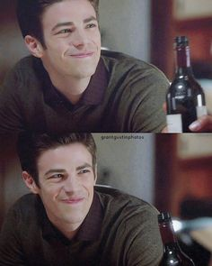 He has a so beauty smile:) Thomas Grant Gustin, The Flash Grant Gustin, Barry Allen Flash, Birdflash, O Flash, Cw Series, Fastest Man, Supergirl And Flash, Funny Moments