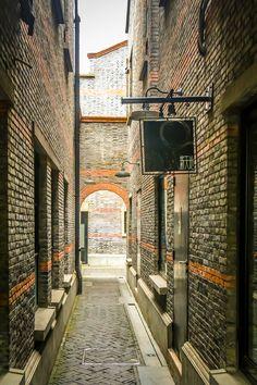 https://flic.kr/p/qAawYo | Shanghai Old Street - Xin Tian Di - China | Canon EOS 700D
