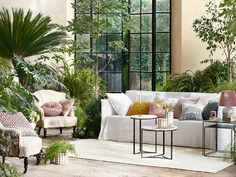 Viete, ktoré rastliny vás doma ochránia pred škodlivými látkami? | Môjdom.sk Recycled Furniture, Outdoor Furniture Sets, Outdoor Decor, Porches, Multipurpose Furniture, Acrylic Furniture, Colored Highlights, Color Of The Year, Sustainable Design