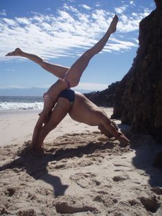 27 best kt and kelly are trying to do weird couple yoga