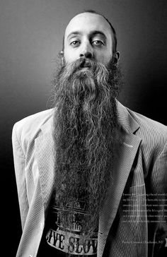 Una barba muy estirada