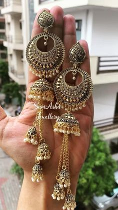 Indian Bridal Jewelry Sets, Bridal Jewelry Vintage, Indian Jewelry Earrings, Silver Jewellery Indian, Jewelry Design Earrings, Indian Jewellery Design, Ear Jewelry, Earrings For Saree, Silver Jewelry