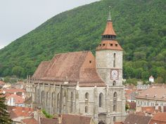 You don't know what is worth seeing in Romania? Well, there's a city you must visit! So, here are the top tourist attractions in Brasov! Black Church, Romania, Paris Skyline, Cabin, House Styles, Travel, Viajes, Cabins, Destinations