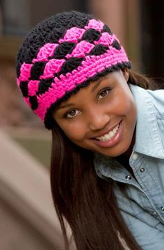 Shells are Swell Beanie, free crochet pattern by Katherine Eng via Red Heart ༺✿ƬⱤღ✿༻ Crochet Adult Hat, Crochet Cap, All Free Crochet, Crochet Beanie, Crochet Scarves, Love Crochet, Easy Crochet, Crochet Clothes, Knitted Hats