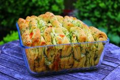 A healthy Love: Faltenbrot mit Knoblauch und Mozzarella - http://back-dein-brot-selber.de/brot-selber-backen-rezepte/a-healthy-love-faltenbrot-mit-knoblauch-und-mozzarella/
