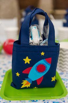 Festa do Astronauta por Bella Fiore.                                                                                                                                                                                 Mais