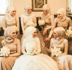 Muslimah Bridemaids Malay Wedding Dress, Muslim Wedding Gown, Hijabi Wedding, Muslim Wedding Dresses, Disney Wedding Dresses, Muslim Brides, Bridal Hijab, Hijab Bride, Nigerian Weddings