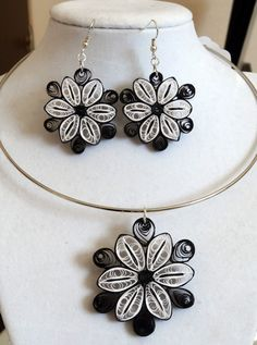 Black and White are always elegant and so is this necklace and earring set. The necklace is 2 across and is on a silver hoop. The earrings are 1 1/4 across and are on silver hoops. All quilling jewelry is sealed with liquid polyurethane to assure long life and to make the item water resistant. Quiling Earings, Quilling Necklace, Paper Earrings, Quilling Paper Craft, Quilling Noel, Paper Quilling Tutorial, Paper Quilling Jewelry, Quiling Paper, Paper Crafts