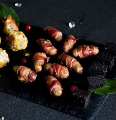 Pigs in blankets West Coast Foods, Pigs In A Blanket, Blankets, Strawberry, Fresh, Christmas, Navidad, Weihnachten, Blanket