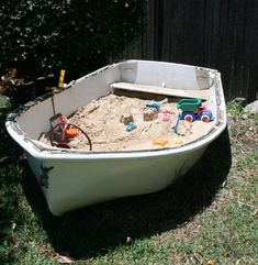 I have an old skiff - I've often thought this is what I should use it for — a Boat Sand Pit in the Backyard playground outdoor play areas Kids Outdoor Play, Outdoor Play Areas, Outdoor Learning, Outdoor Fun, Kids Outdoor Spaces, Outdoor Activities, Cat Playground, Backyard Playground, Sand Play