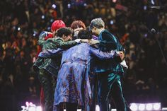 Find images and videos about bts, jungkook and v on We Heart It - the app to get lost in what you love. Foto Bts, Bts Photo, Bts Boys, Bts Bangtan Boy, Bts Jimin, K Pop, Seokjin, Hoseok, Die Beatles