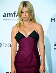 Alice Eve curves in a sexy dress | Celebrity Cleavage in Plunging Revealing Fashion