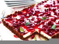 Pepparkakscheesecake med lingon Swedish Christmas Food, Xmas Food, Christmas Desserts, Christmas Baking, Baking Recipes, Cake Recipes, Dessert Recipes, Sweets Cake, Cupcake Cakes