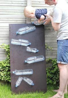 Met het warme weer van de afgelopen dagen kunnen de kindjes weer lekker buiten spelen. Niets leukers dan lekker kliederen met water! Ik maakte deze fantastische waterbaan van lege flessen en een houten plank, gegarandeerd uren speel plezier! Toen Yvette van VETTT.nl vroeg of ik mee wou werken aan de VETTT Summer Special, een digitaal tijdschrift vol leuke dingen om te doen met kids + DIY's zei ik natuurlijk gelijk ja! 1 juli komt het digitale tijdschrift uit, als je dit tijdschrift ook wil…