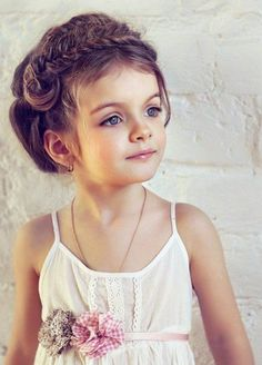 Little girl hairstyles - mix it up when it comes to your daughter's hairdo %%page%% - Architecture E-zine Easy Little Girl Hairstyles, Cute Braided Hairstyles, Baby Girl Hairstyles, Headband Hairstyles, Cool Hairstyles, Cool Braids, Braids For Long Hair, Brown Hair Blue Eyes Girl, Doll Style