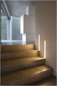 The stairs! Here are 26 inspiring ideas for decorating your stairs tag: Painted Staircase Ideas, Light for Stairways, interior stairway lighting ideas, staircase wall lighting. Minimalist Interior, Minimalist Decor, Modern Interior, Interior Design, Minimalist Living, Minimalist Bedroom, Modern Minimalist, Interior Lighting, Home Lighting