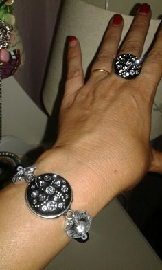 Pulseira e anel de botões