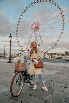 This is the most well-known street in the city of Paris. Its tree-lined sidewalks sweep from the Place de la Concorde to the Arc de Triomphe. Restaurants In Paris, Nice, Marseille France, Ohh Couture, Haute Couture Paris, Photo Instagram, Insta Photo, Instagram Travel, Concorde