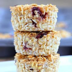 These easy and healthy oatmeal recipes are full of fiber to keep you full until lunch. Choose these sweet oatmeal combinations for a healthy breakfast to get your day off on the right start!